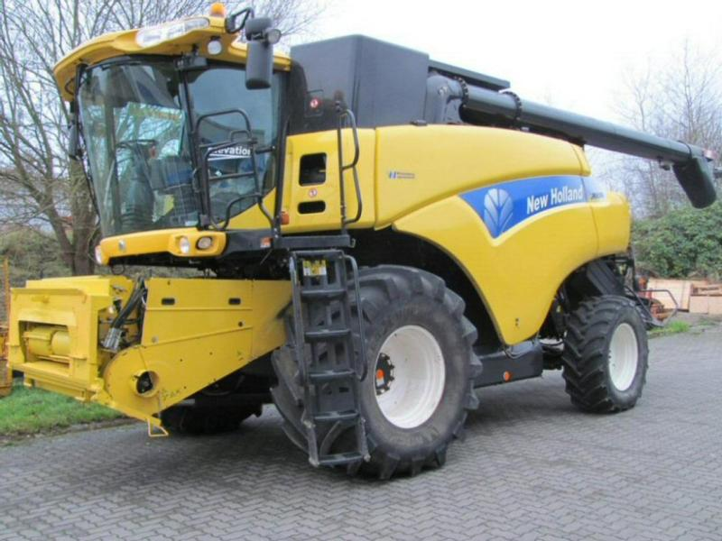 New Holland CR 9090 Elevation