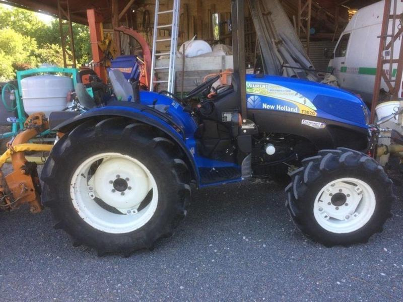 New Holland T3020